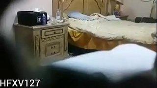 مصرية شرموطة تتناك من زبرين علي السرير 8211; سكس مصري مجانا xxx فيلم