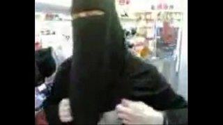 سكس في محل الملابس الاطفال العرب في Www.hot-sex-porno.com